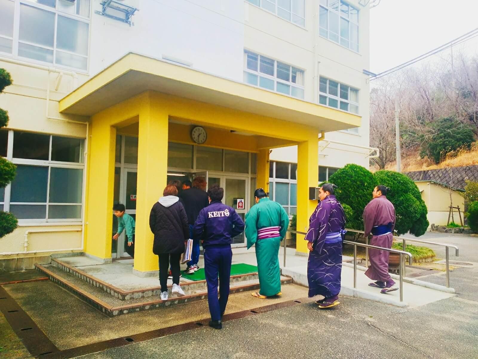 藤島部屋小学校訪問1
